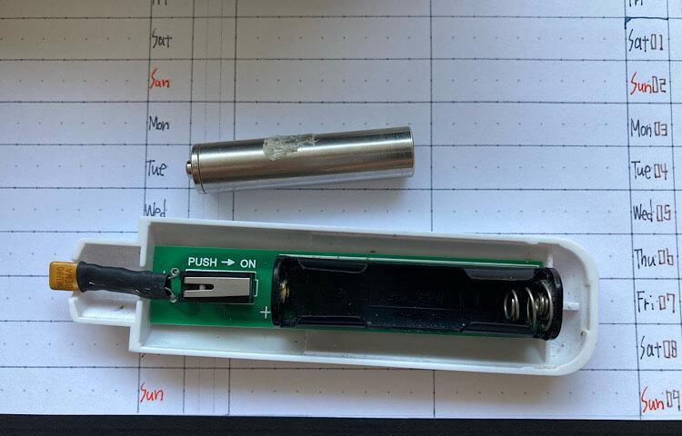 エレキットの電子消しゴム、AP-170。フリクションボールペンで書いた文字を一部分消すのに使っている。