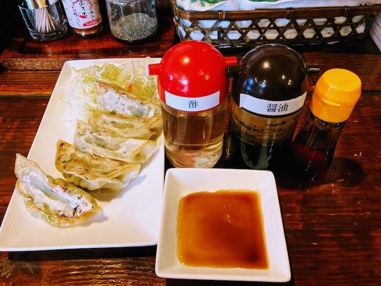 【島根県松江市】とっても美味しい東出雲町のラーメン屋さん「雲-くも-」の餃子につけるタレ。ヒノナナは醤油とお酢を1:1で入れてそれにちょっとラー油。