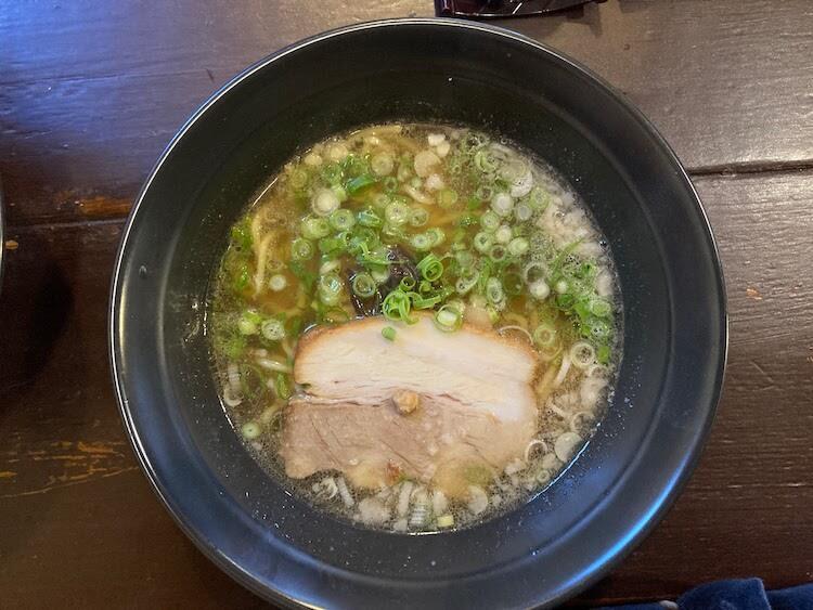 【島根県松江市】とっても美味しい東出雲町のラーメン屋さん「雲-くも-」の[しょう油らーめん-半らーめん-430円] お母さんチョイス。朝ごはんをたくさん食べた日だったので控えめな注文です。