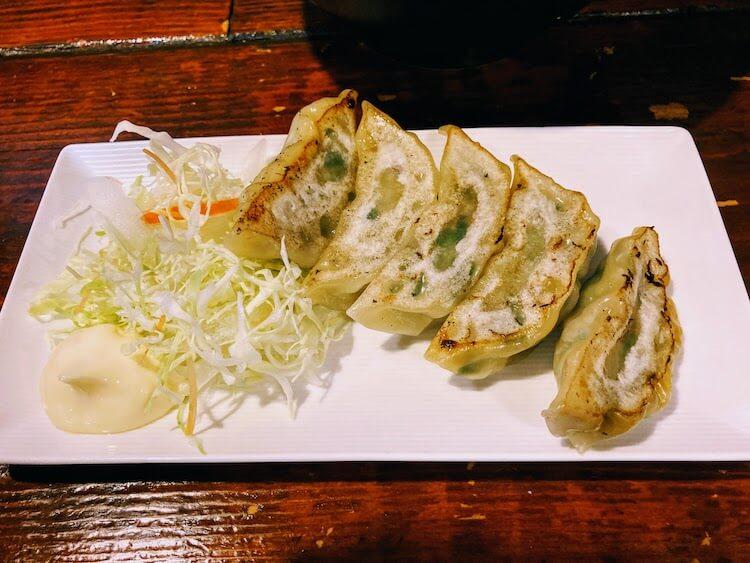【島根県松江市】とっても美味しい東出雲町のラーメン屋さん「雲-くも-」の[餃子5個-300円(単品)]。ラーメンと餃子を一緒に注文すると[餃子が230円]で食べられます。