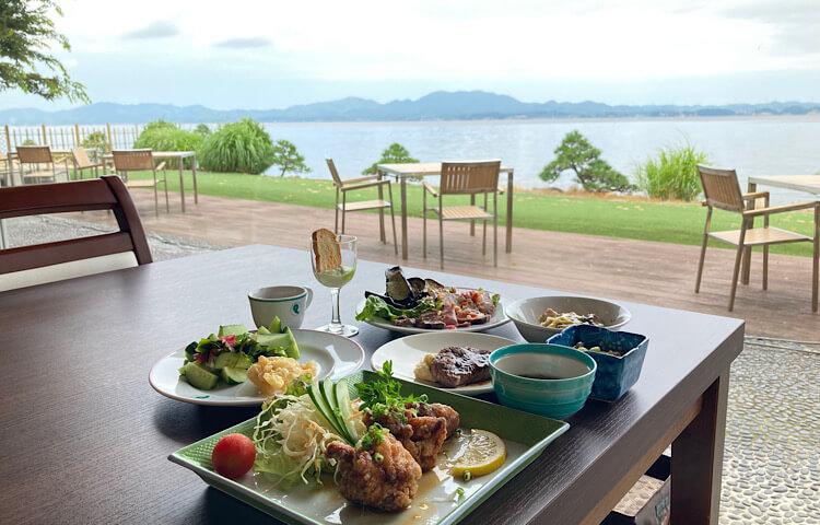 玉造国際ホテルのハーフランチバイキング。宍道湖を眺めながらの食事っていいですね!リフレッシュできました。
